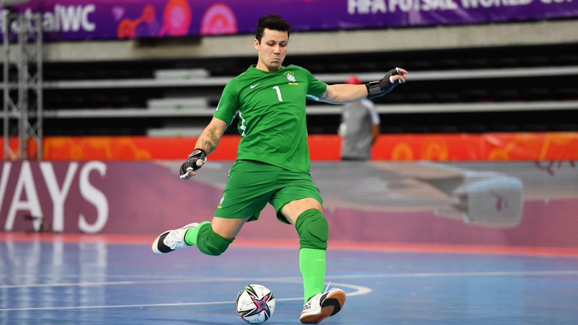 Melhor goleiro do mundo, brasileiro Guitta destaca evolução do futsal no Mundial
