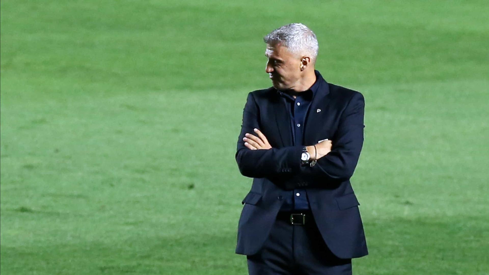 Hernán Crespo pede calma com Calleri: 'Sem condições de ser titular'