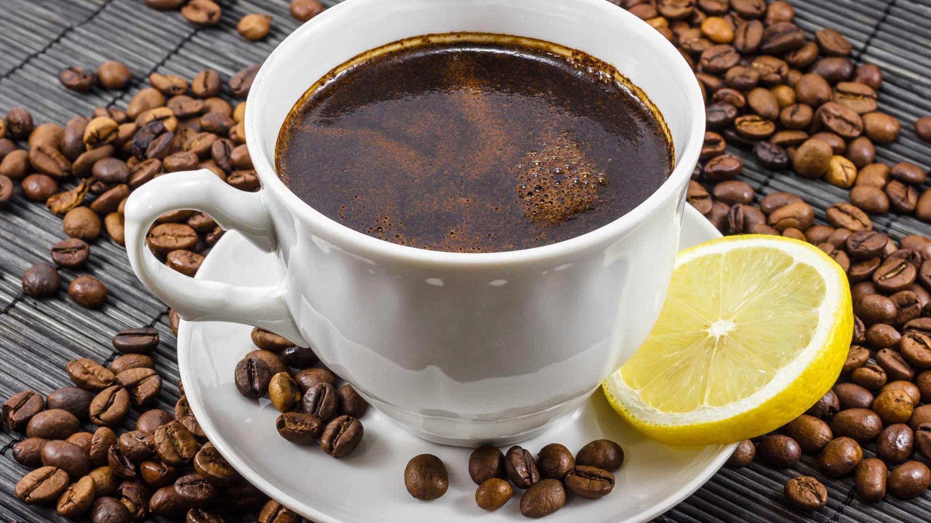 Café com limão: a combinação poderosa que emagrece e queima gordura