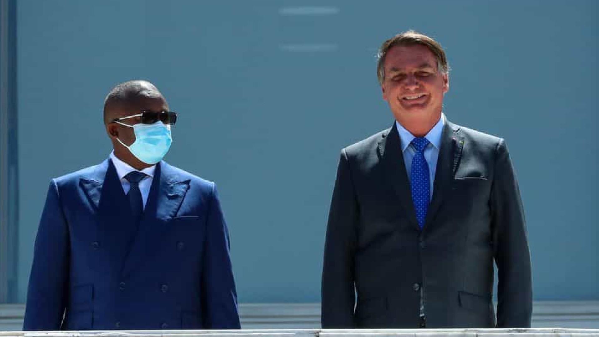 Governo gasta ao menos R$ 300 mil com viagem de 'Bolsonaro da África' ao Brasil