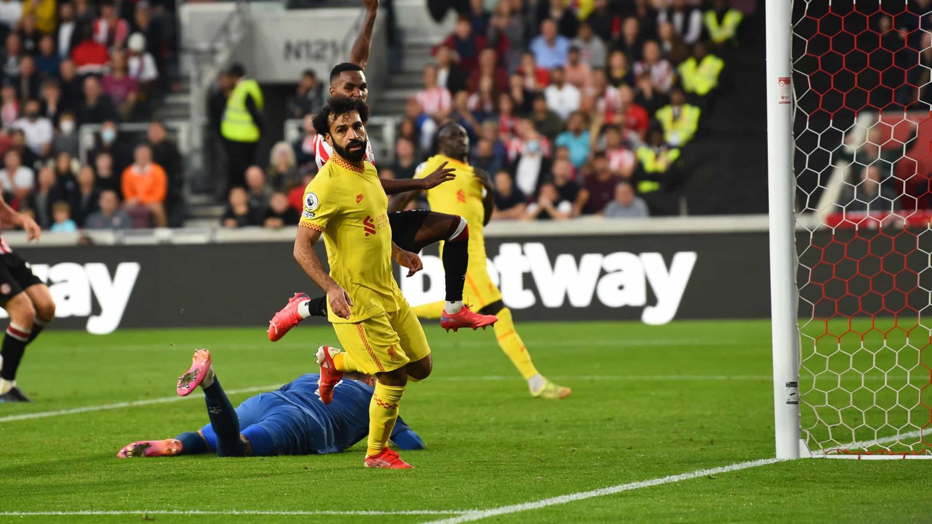 Salah faz 100° gol pelo líder Liverpool no Inglês em belo empate com Brentford
