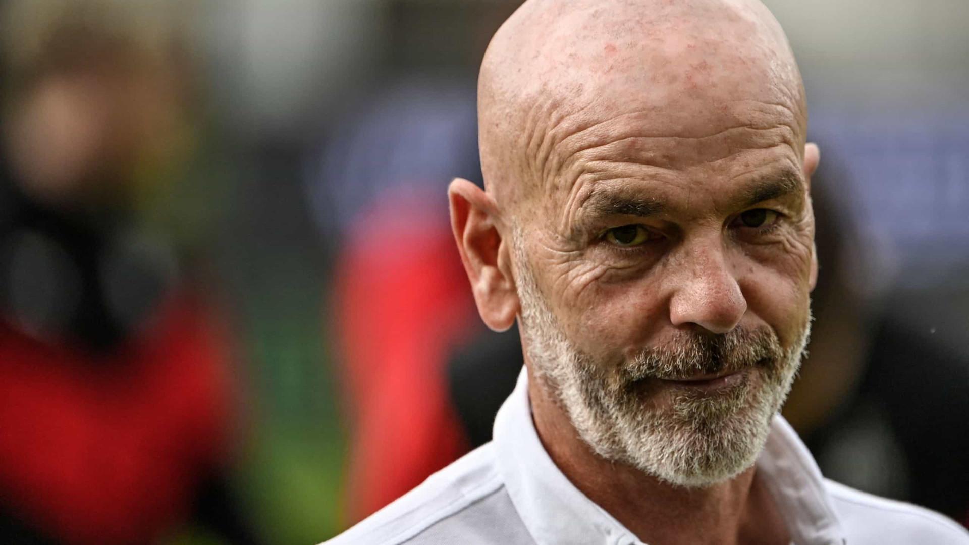 Técnico do Milan pede que não se possa voltar bola para atrás do meio no futebol