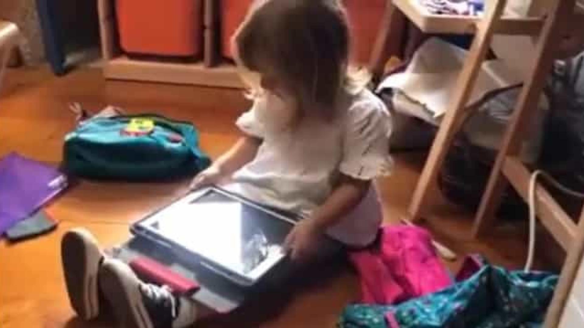 Vídeo de criança tentando ensinar a Siri a falar galego viraliza na web