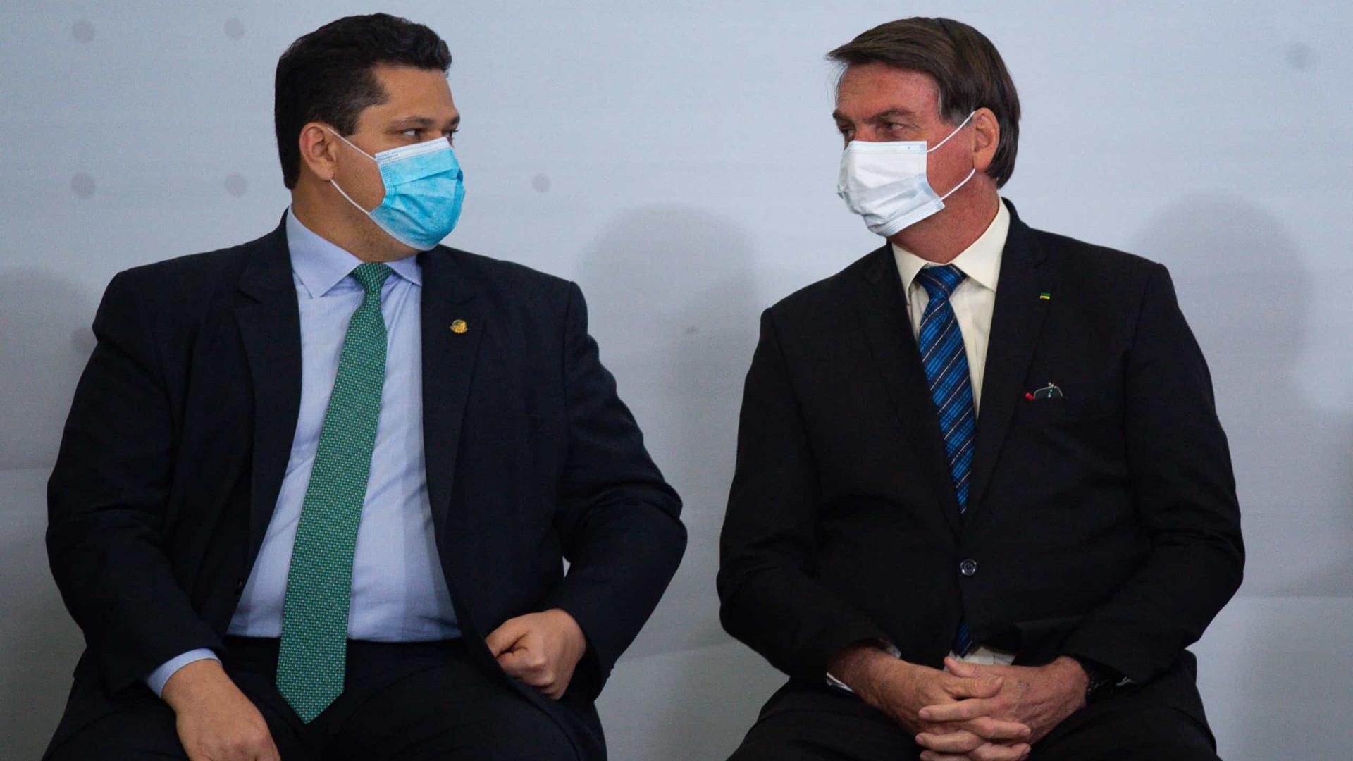 O que Alcolumbre está fazendo não se faz, diz Bolsonaro ao cobrar sabatina de Mendonça ao STF