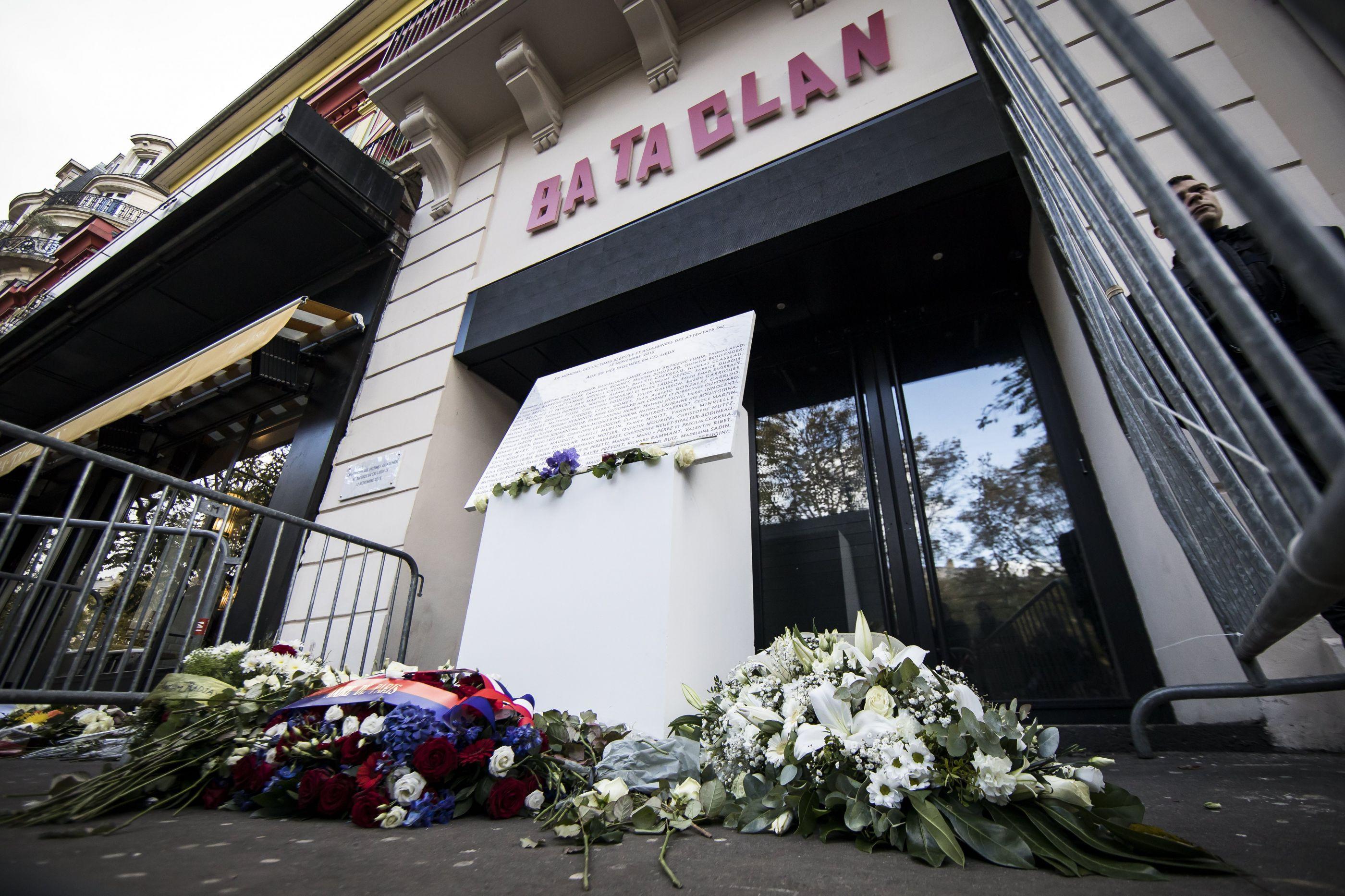 Paris relembra atentato no Bataclan: 'Cicatriz aberta que não fecha'