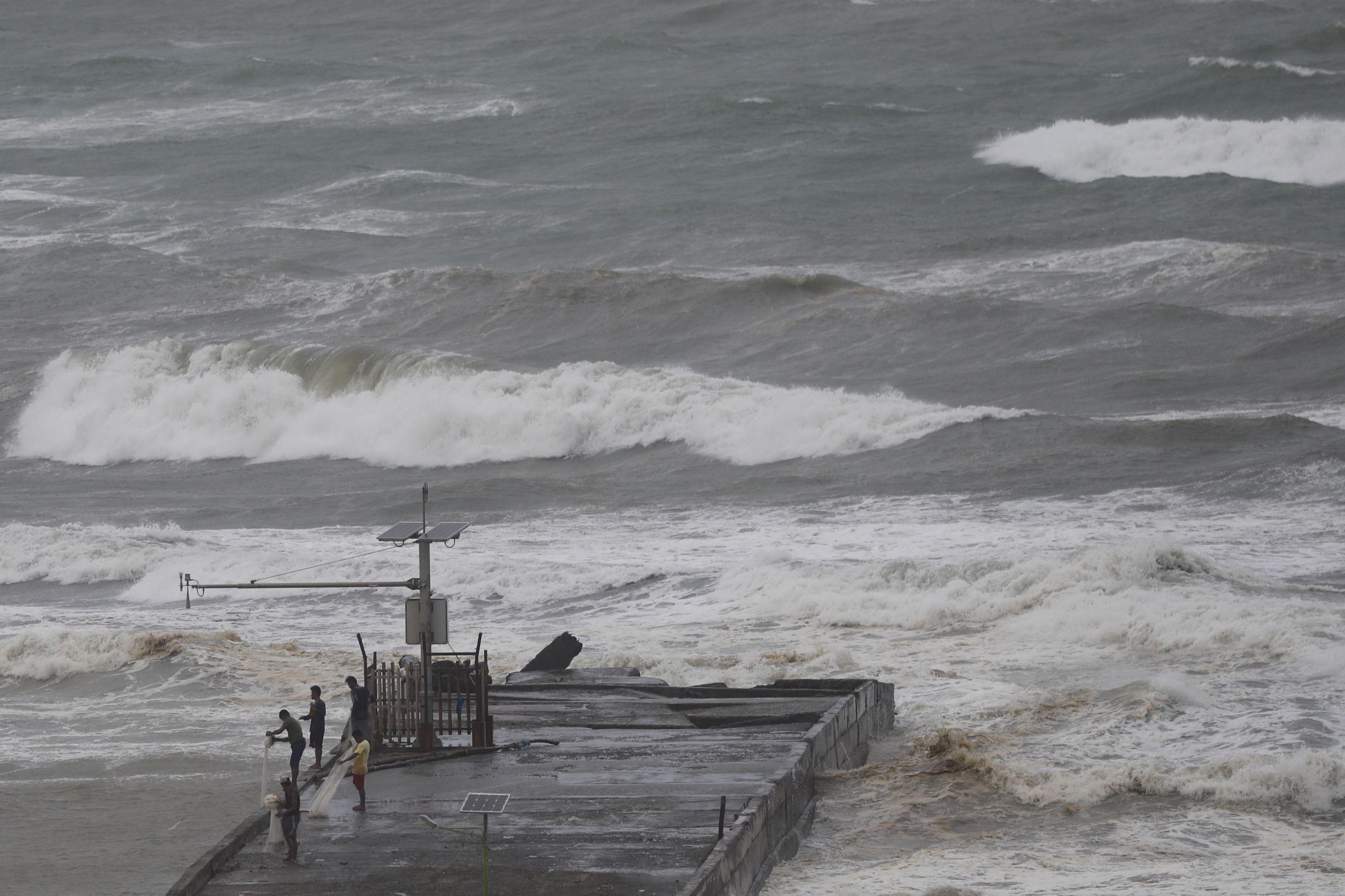 Violento tufão Mangkhut atinge Filipinas com ventos de até 205 km/h