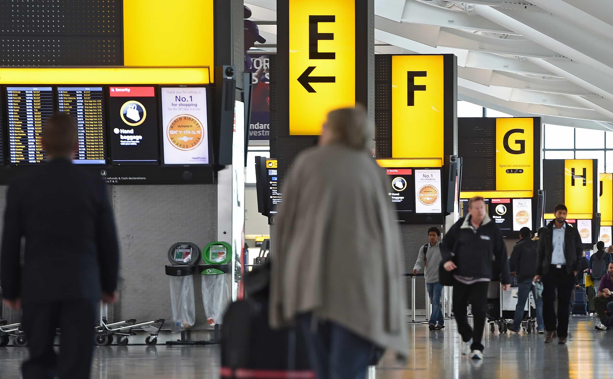 Após relatos de drones, voos para aeroporto de Londres são retomados