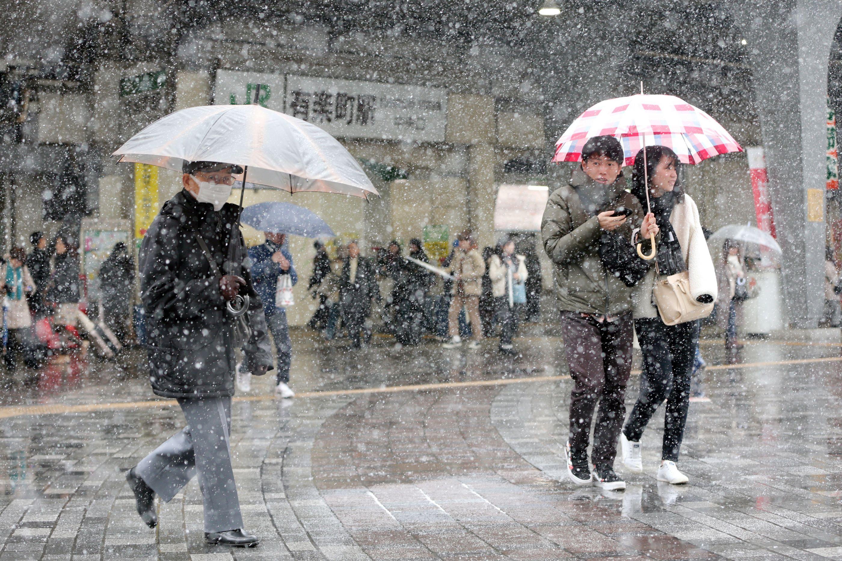Nevascas provocam cancelamento de mais de cem voos no Japão