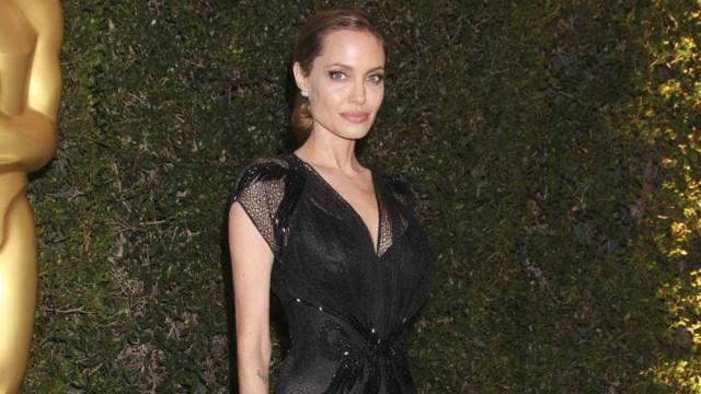 Angelina Jolie interpretando Nigella Lawson?