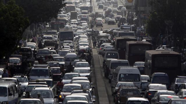 Interdição de trecho da Perimetral provoca caos no trânsito do Rio