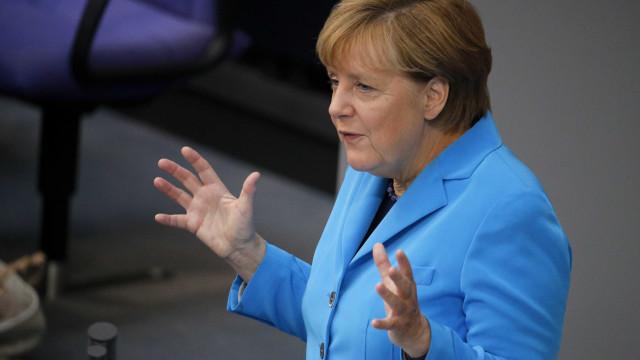 Merkel envia mensagem de apoio às refugiadas