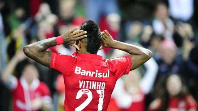 Inter conquista vitória magra contra o Coritiba e cola no G4