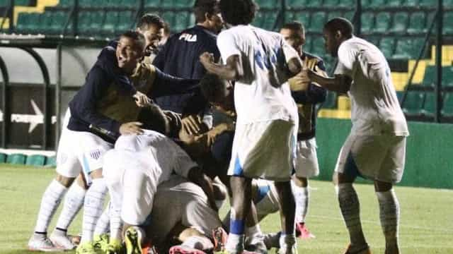 Avai vence clássico contra o Figueirense e coloca rival na zona