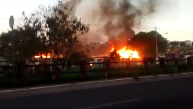 Fogo atinge casas em ocupação William Rosa