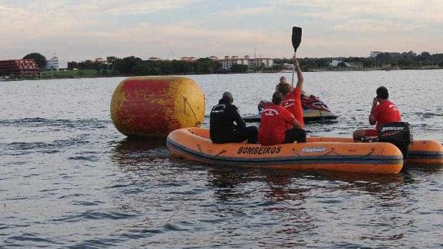 Mergulhadores encerram buscas em barco que naufragou em MS
