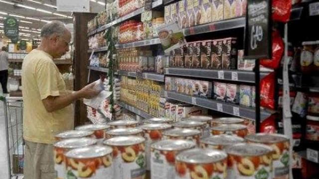 Intenção de consumo das famílias atinge menor nível desde 2011