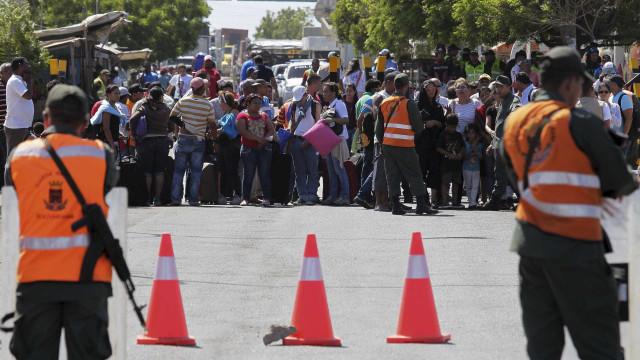 Protesto na fronteira Colômbia-Venezuela deixa uma pessoa morta