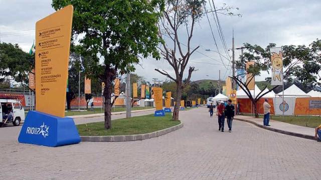 Crianças invadem obras do Complexo Esportivo de Deodoro