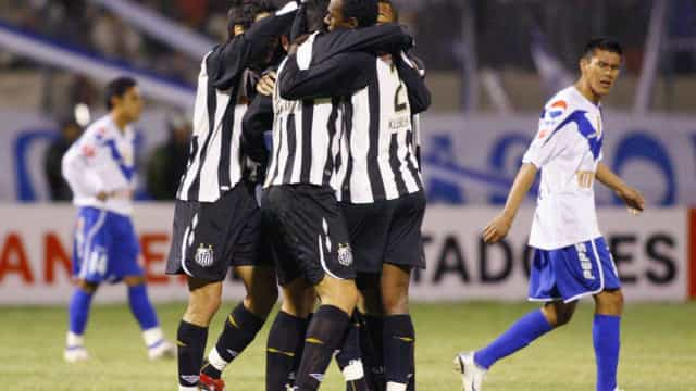 Técnico apoia 'mala branca', mas nega ajuda ao Santos