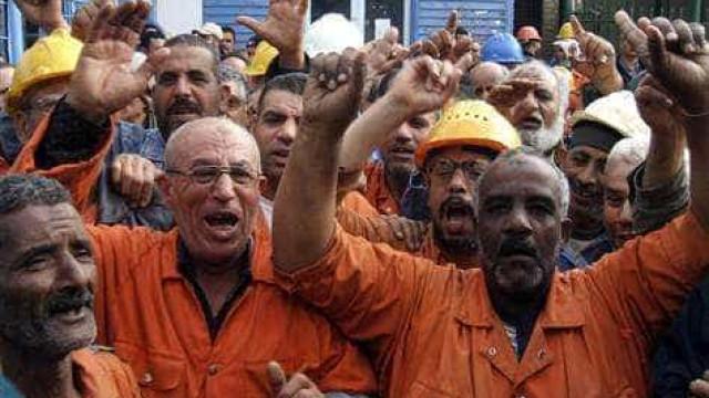 Grevistas protestam contra demissões e dificultam acesso ao porto