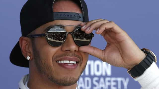 Hamilton é impedido de ver final de tênis por estar mal vestido