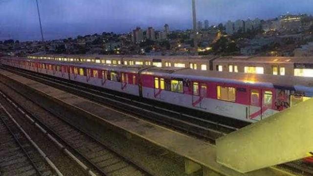 Trem rosa no Metrô de SP alerta sobre o câncer de mama