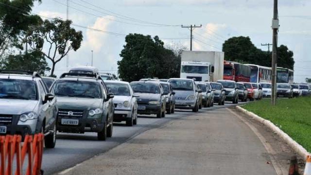 Estradas paulistas têm movimento intenso de saída da capital