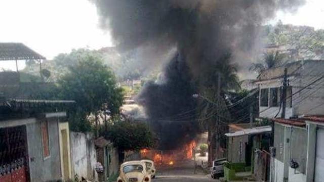 Após morte em favela, ônibus são queimados no Complexo do Chapadão