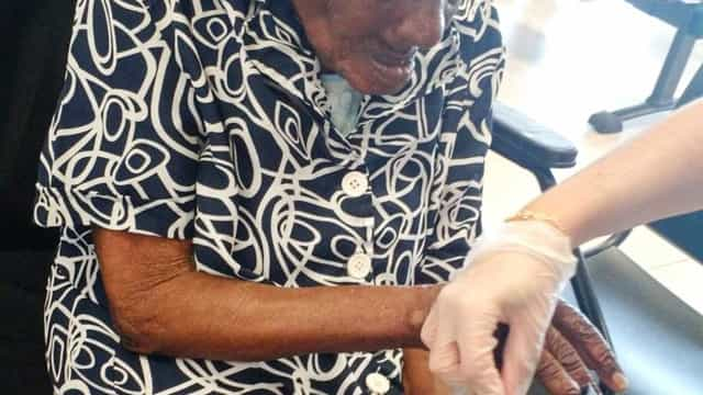 Idosa de 115 anos renova o RG em Pindamonhangaba