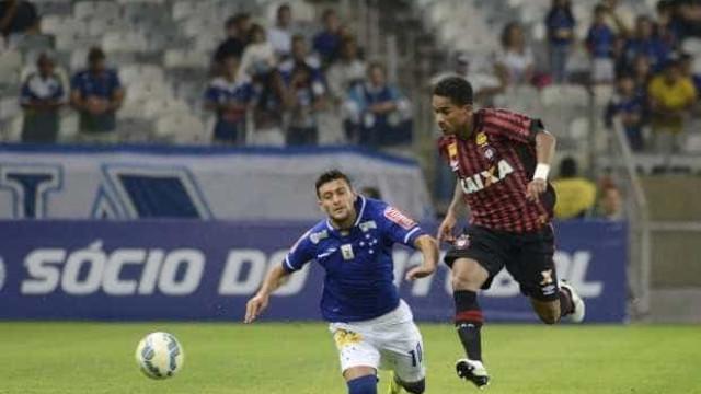 Atlético-PR e Cruzeiro empatam em Curitiba e seguem preocupados