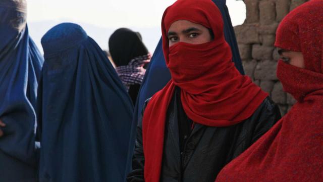 Lei islâmica não obriga mulheres a cobrir o rosto, dizem teólogos