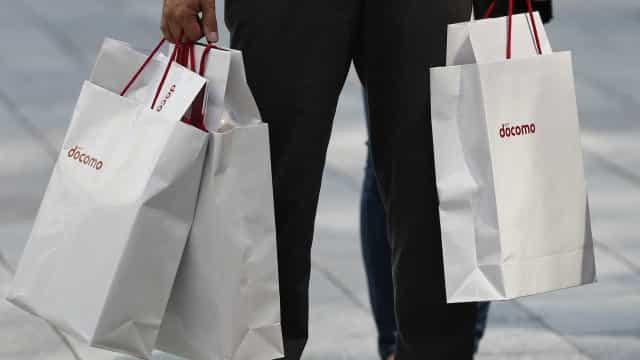 Intenção de consumo das famílias volta a cair