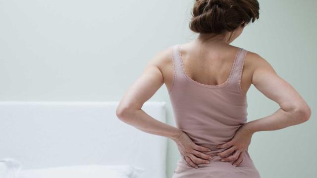 Sente dor nas costas? Culpe a família e amigos