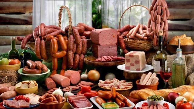 Relatório não pede que pessoas parem de comer carnes processadas