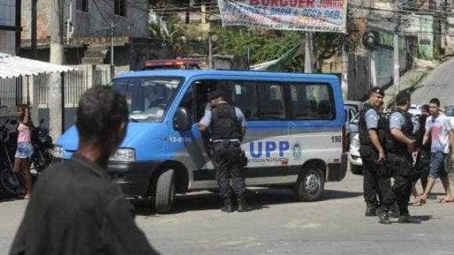 Dois feridos em tiroteio na Favela do Rola no Rio