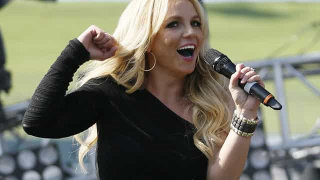 Britney Spears envia convites para fãs irem a concertos