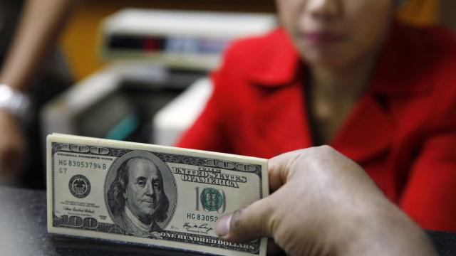 Câmbio segue em R$ 4,00 para fim de 2015