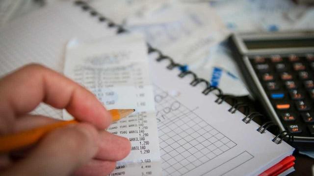 Porcentual de famílias endividadas sobe e alcança 62,7%