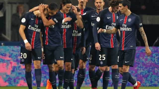 Lucas e Ibrahimovic marcam, PSG goleia e abre 13 pontos