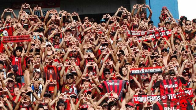 Sem vencer há oito jogos, Atlético-PR encara o líder Corinthians em Curitiba