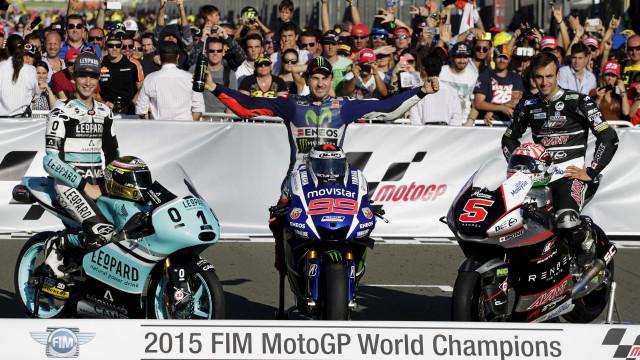 Lorenzo comemora título e é criticado por Valentino Rossi