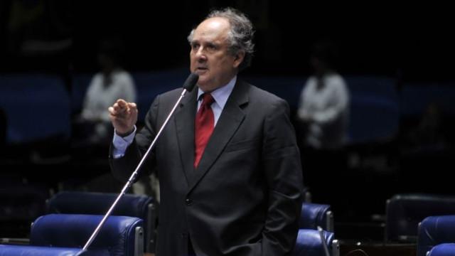 Buarque relatará projeto que legaliza plantio doméstico de maconha