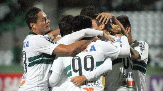 Coritiba marca gol relâmpago, vence o Goiás e deixa zona da degola