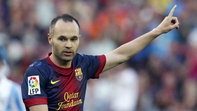 Iniesta volta a treinar com grupo e reforça Barcelona