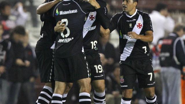 Vasco mata jogo no início, sobrevive e manda o Joinville para Série B