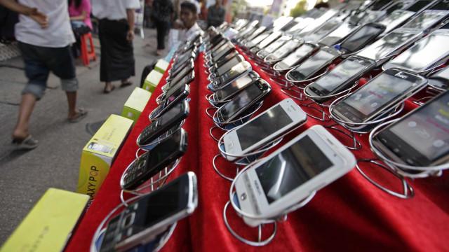 Jovem tenta entrar em prisão com dois celulares no ânus