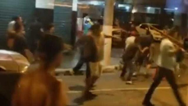 Briga entre torcidas deixa uma pessoa baleada em Niterói