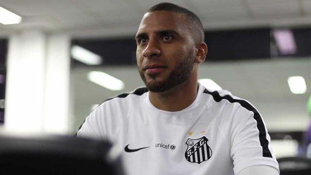 Dorival poupa Nilson de críticas e pede apoio ao atacante do Santos