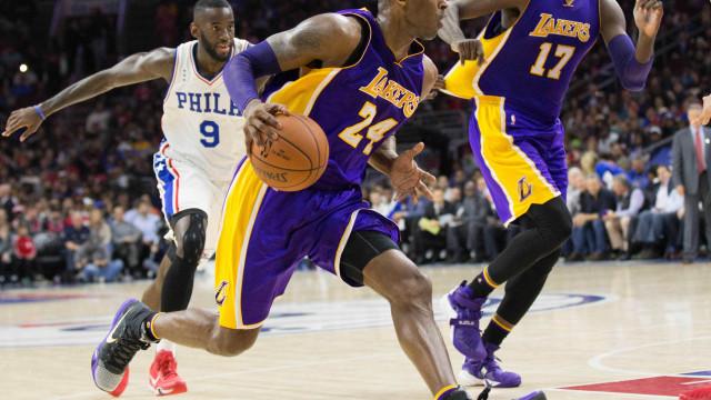 Kobe é ovacionado, mas 76ers vence e quebra sequência de derrotas