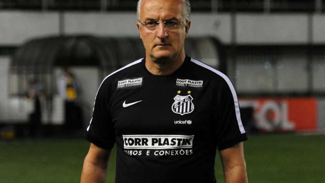Dorival poupa Renato e relaciona Victor Ferraz no Santos